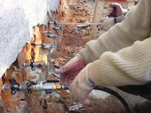 Усиление фундамента и стен в Днепре методом инъектирования